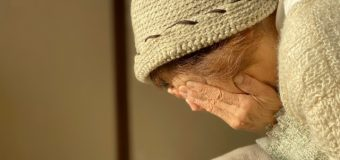 <新型コロナで進む老人悲劇>拡がる「寝かせきり」と「介護離職」、「虐待」の恐れも